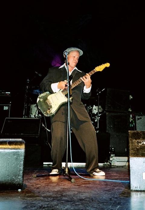 Billy Goodman fungiert in Pratteln als Opener der Hooters (30. Juni 2005)